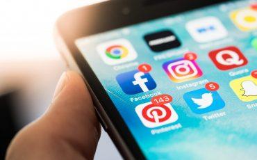 social-media-app-icons-on-smartphone-picjumbo-com